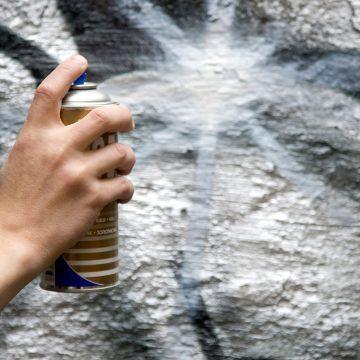 Antigraffitisuojaus auttaa säilyttämään julkisivun visuaalisen ilmeen